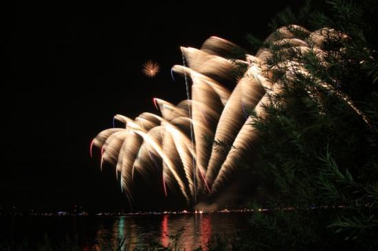 Aalsmeer, verlichte boten, vuurwerk « Thamen-Diving