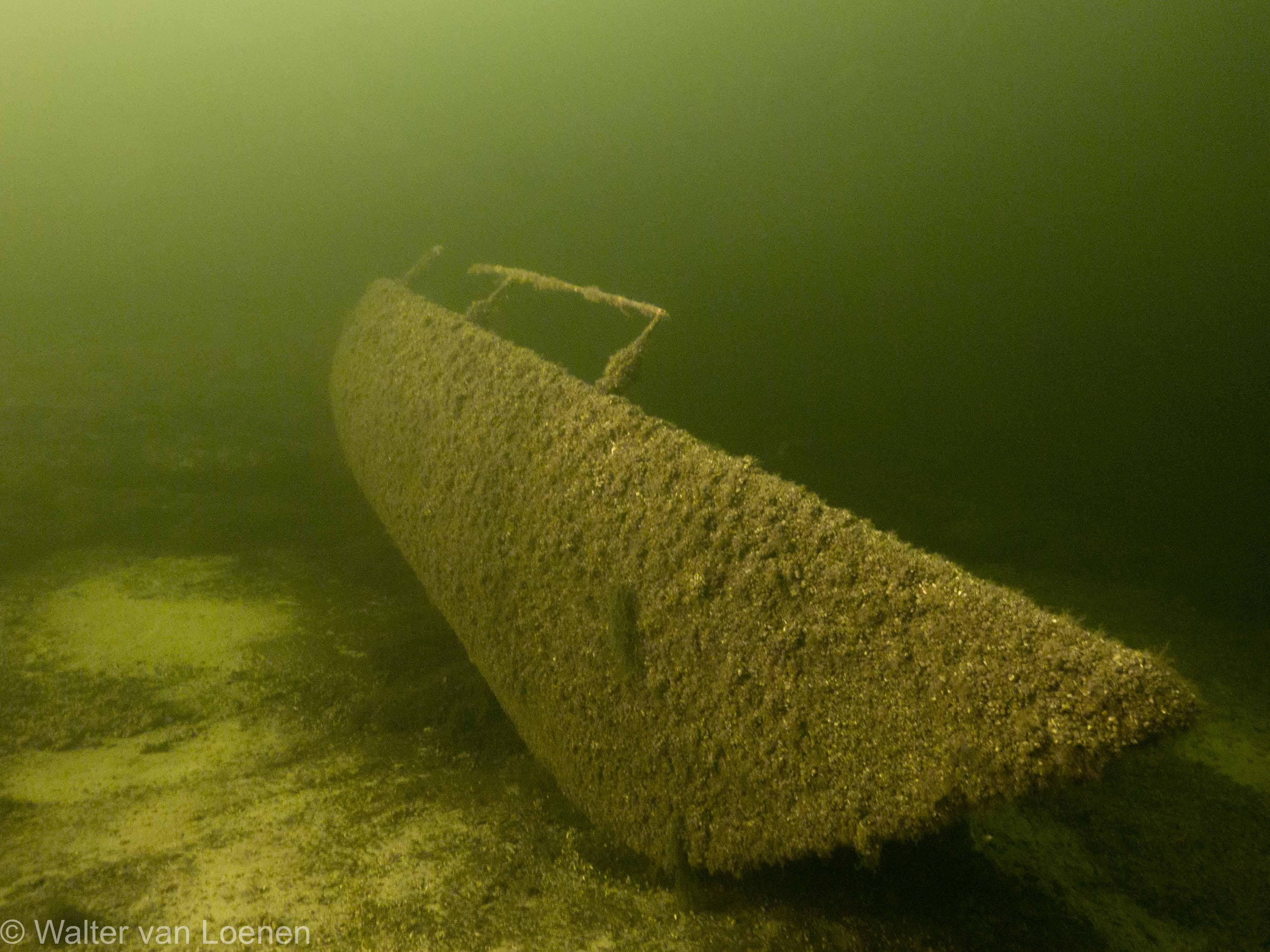 Iets verplaatste zeilbootwrakje